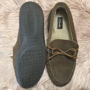 Clarks Shoes - Clark's   Men's Indoor Outdoor Moccasin Slippers